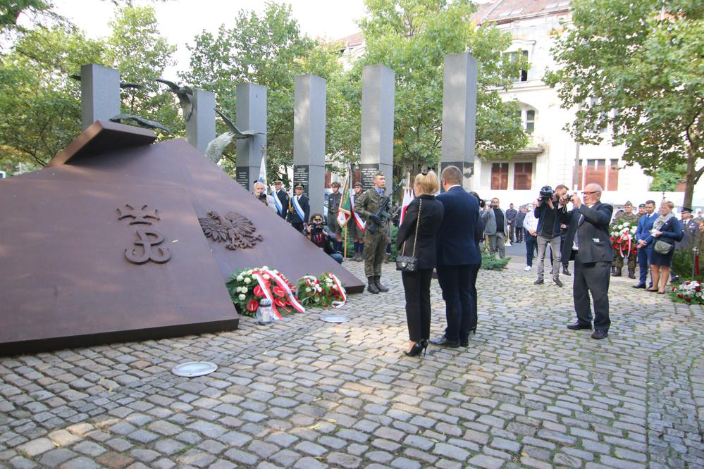 polskie państwo podziemne pomnik polskiego państwa podziemnego i armii krajowej - Leon Bielewicz - Radio Poznań