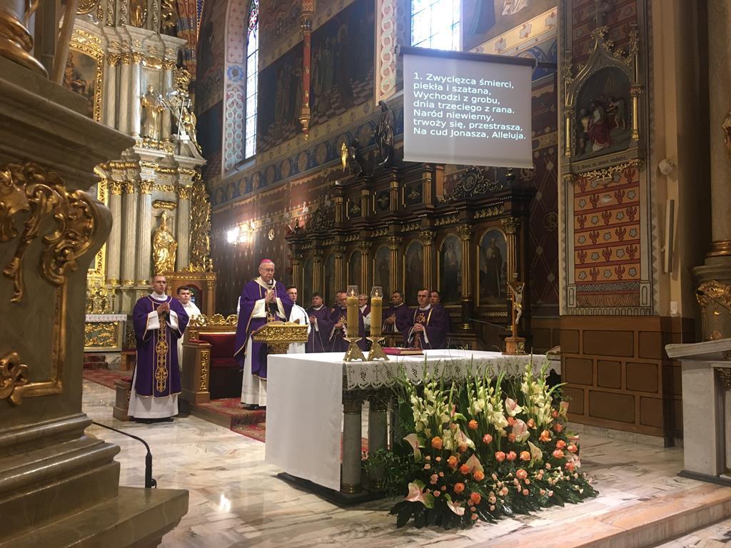 msza święta za biskupa edwarda janiaka kalisz katedra  - Danuta Synkiewicz