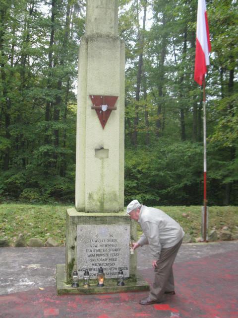Grzebienisko - pod pomnikiem ponad 72 zamordowanych przez hitlerowców/fot. Jacek Lichocki