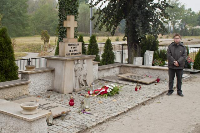 grób pomordowanych na cmentarzu w Mosinie/fot.Jan Szeszko