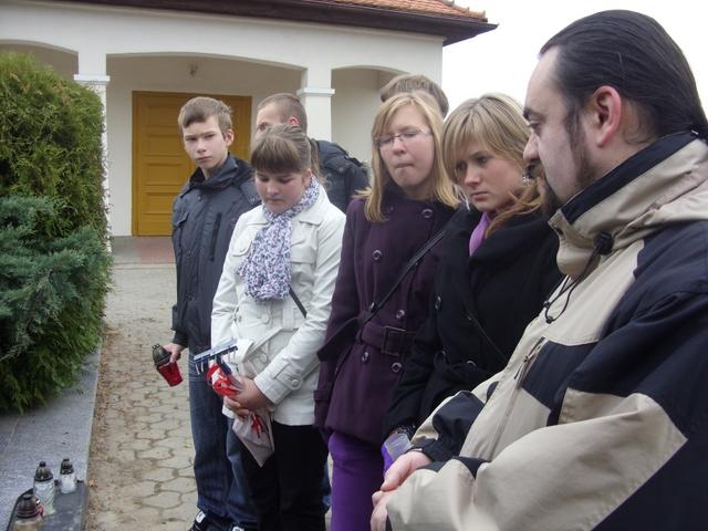 Grób 9 pomordowanych - Murowana Goślina