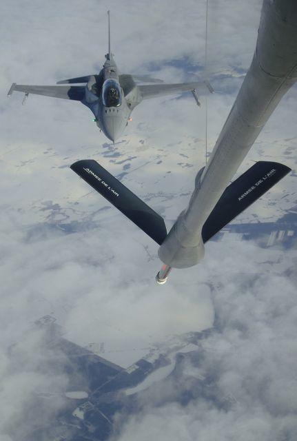 Tankowanie F-16 w powietrzu - MON