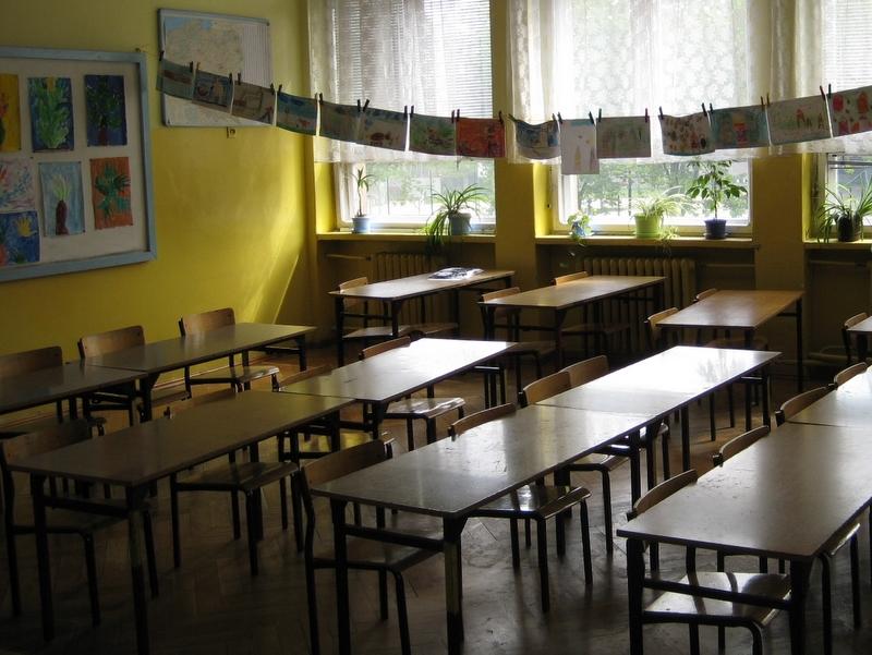 Klasa w szkole, ławki - Archiwum Radia Merkury