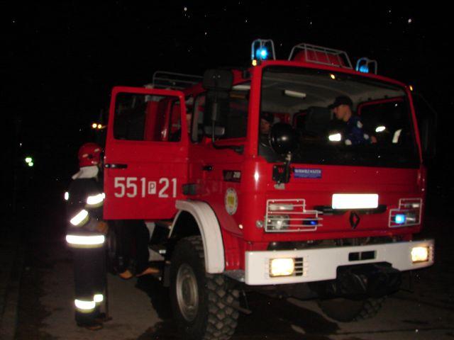 Straż pożarna, w nocy - Straż Pożarna/Poznań - zdjęcie ilustracyjne
