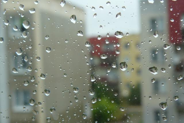 Krople deszczu na szybie - Radio Merkury