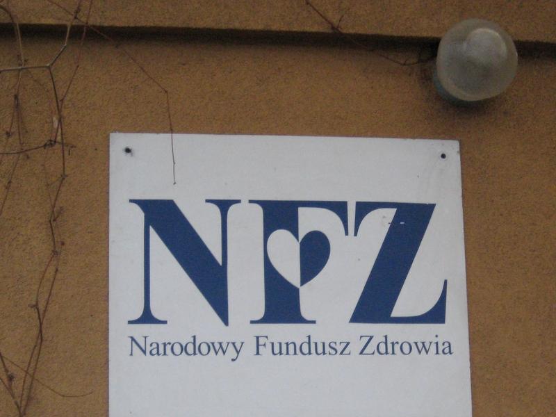 NFZ - logo na budynku - Anna Skoczek