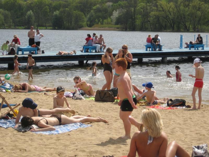 Plażowanie nad Rusałką, woda, jezioro - Wojciech Chmielewski