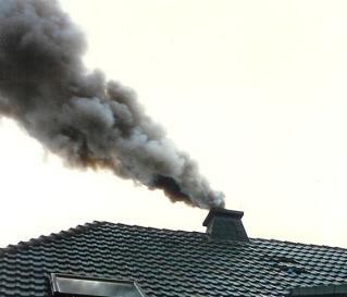 Spalanie odpadów - dym z komina - WOŚ UMP