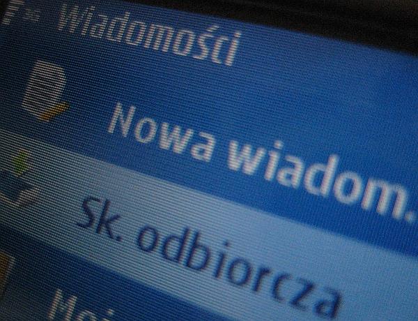 SMS na komórce - TomFoto