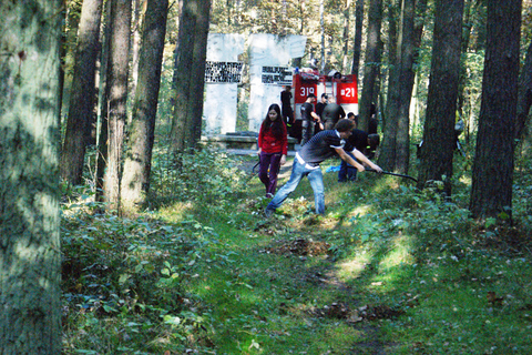 Akcja zapal znicz pamięci w lasach zakrzewskich