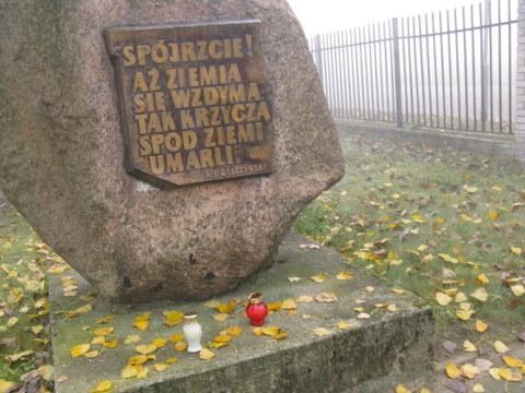 Znicz pamięci 2012 - obóz karno-śledczy w Luboniu/Żabikowie. Fot. Karolina Tomaszewska