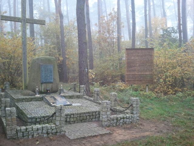 Zapal znicz pamięci - Bukowiec koło Wągrowca. Fot. Andrzej Handkiewicz
