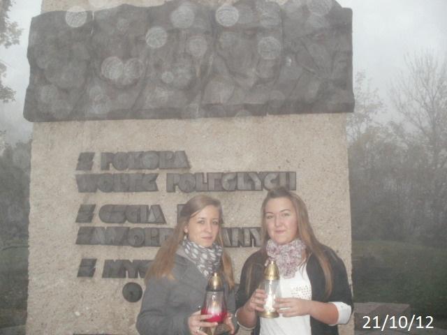 Zapal Znicz Pamięci 2012 - Gniezno - pomnik w parku przy ul Kościuszki