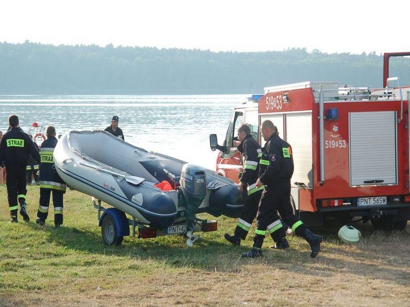 Ponton na jeziorze, strażacy - Straż Pożarna Nowy Tomyśl