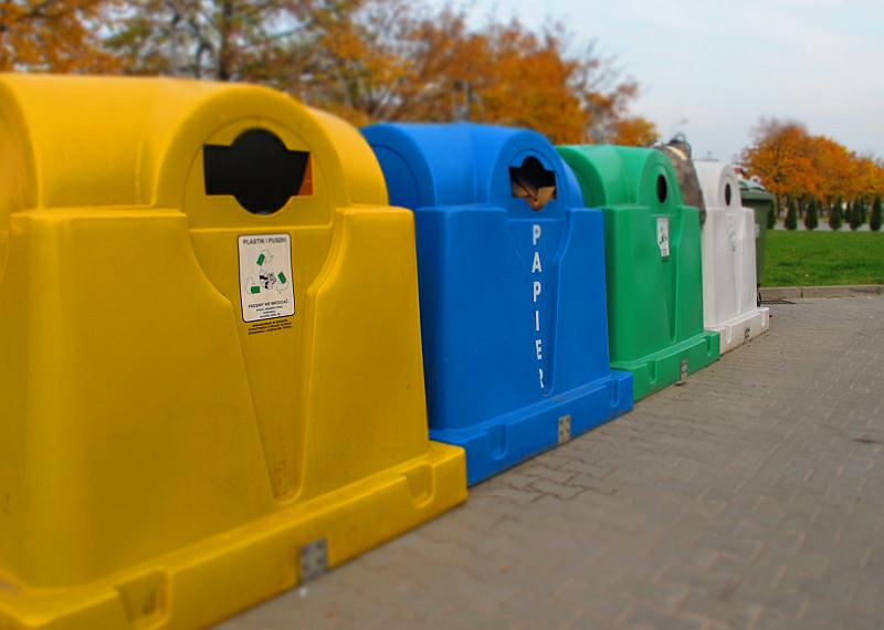 segregacja pojemniki odpady - TomFoto