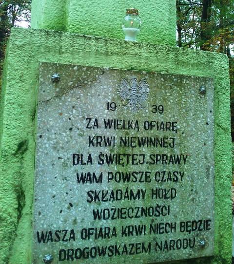 Towarzystwo Miłośników Ziemi Dusznickiej zapaliło znicze w miejscach pamięci na terenie gm. Duszniki