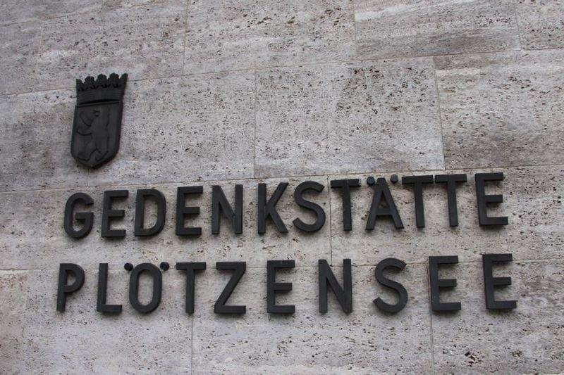 Znicze pamięci zapalone w  Berlinie - Plotzensee i obozie koncentracyjnym  Sachsenhausen