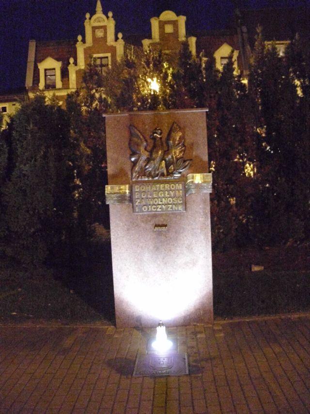 """Swarzędz - tablica """"Bohaterom poległym za wolność i Ojczyznę"""" (foto: Arkadiusz Małyszka)"""