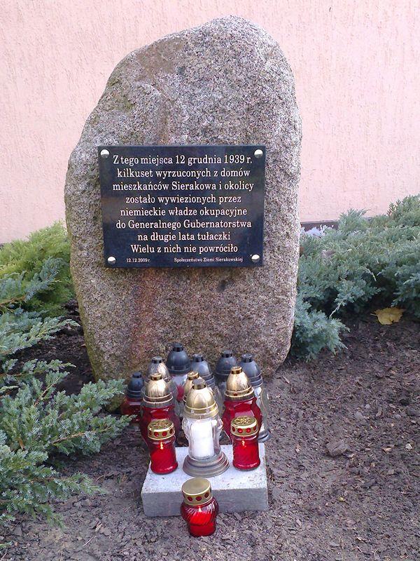 Towarzystwo Miłośników Ziemi Sierakowskiej zapaliło znicze wysiedlonym