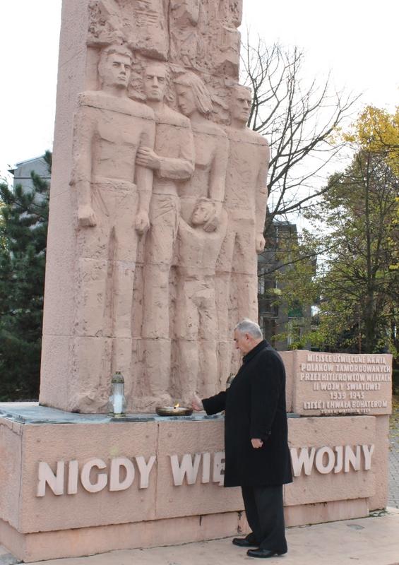 Władze Turku pod Pomnikiem Ofiar Wojny
