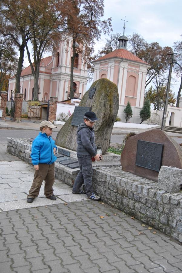 Pomnik Obrońców Ojczyzny 1939-45 w Kwilczu