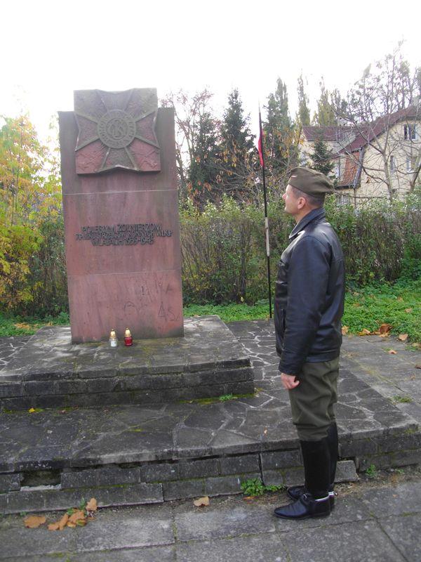 Oddział Ułanów Miasta Poznania zapalił znicze w Biedrusku i Murowanej Goślinie