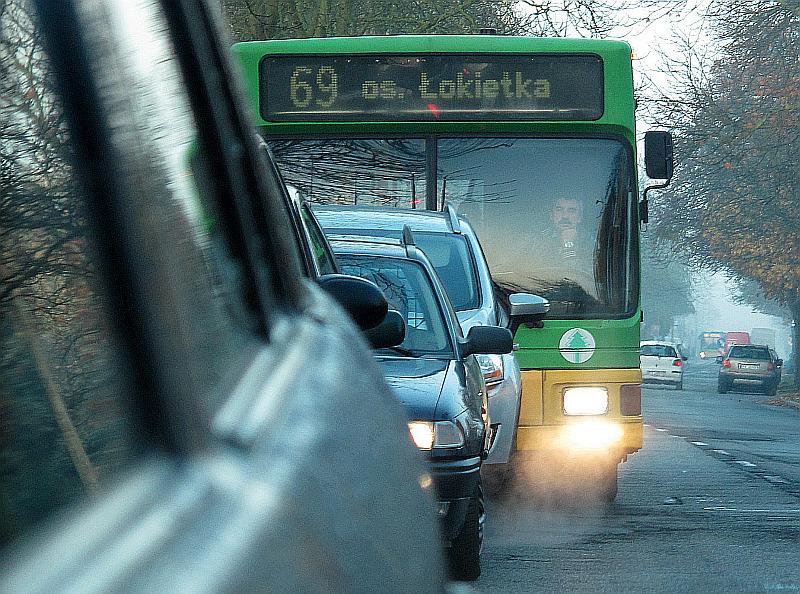 autobus w korku - TomFoto