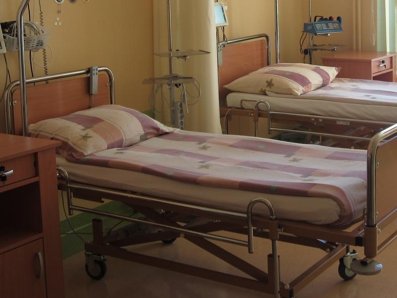 łóżko w szpitalu - Aleksandra Włodarczyk