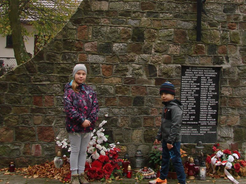 Znicze w miejscach egzekucji w gminie Dąbrowa Chełmińska