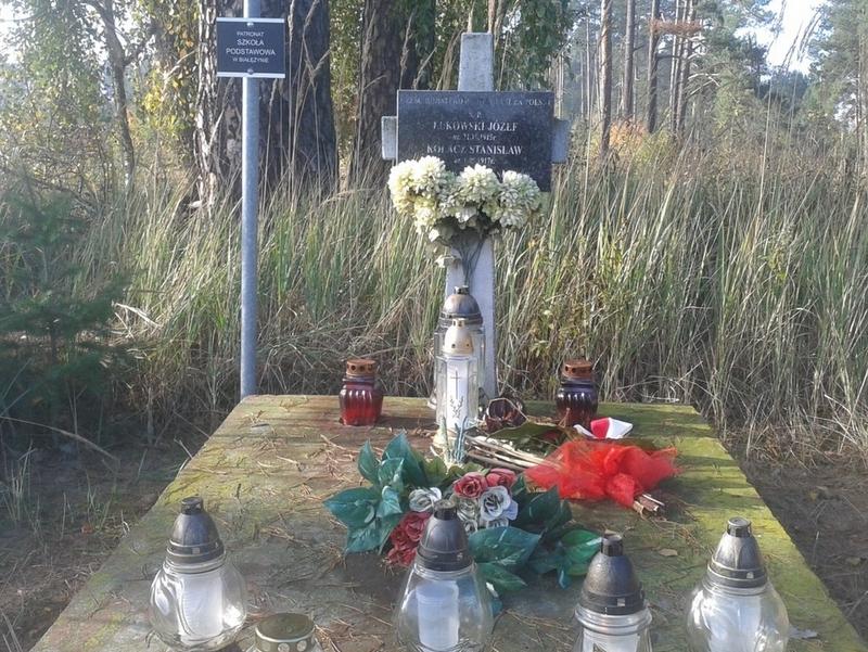 Uczniowie Szkoły Podstawowej w Białężynie w miejscach pamięci