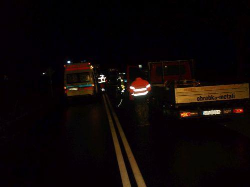 potracenie pieszego w brzeznie nocny wypadek - PSP Wągrowiec