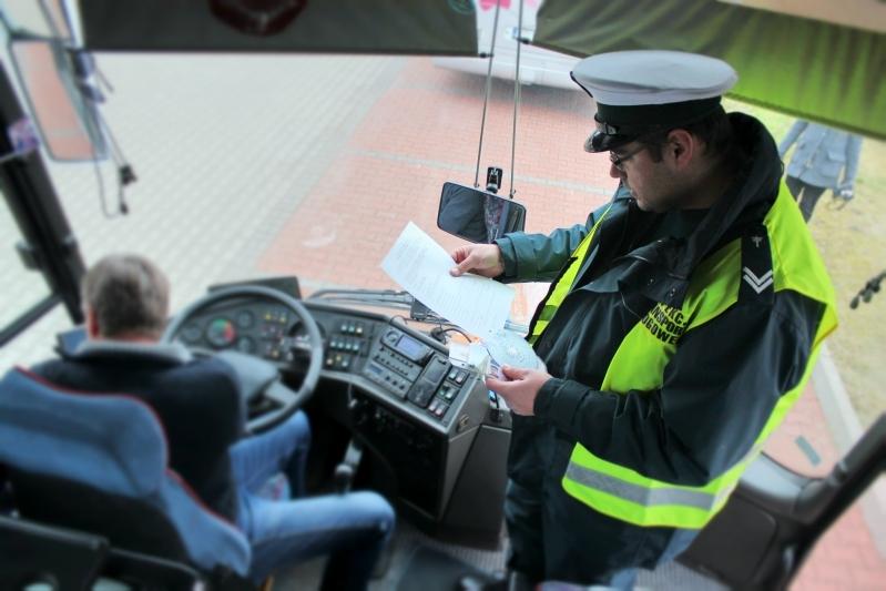 inspekcja kontroluje autobusy ferie (5) - Marcin Wesołowski