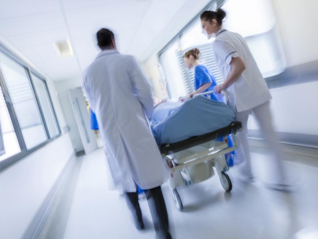 szpital korytarz szpitalny pacjent - Fotolia.pl
