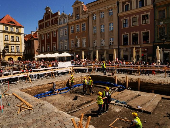 wykopaliska archeo stary rynek wykop - Muzeum Archeologiczne w Poznaniu