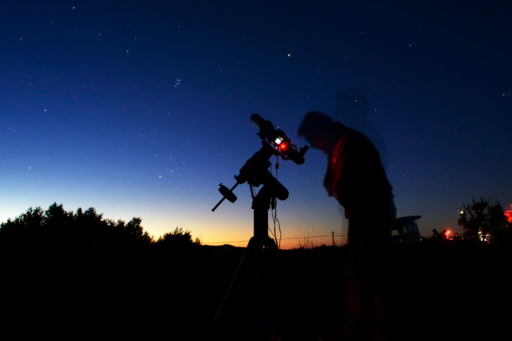 obserwacje nocnego nieba - Radio Merkury - Fotolia.pl
