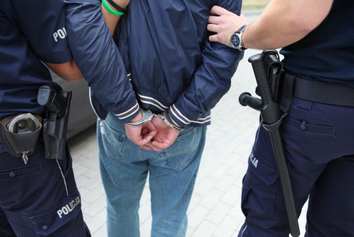 zatrzymanie kajdanki areszt policjanci - Policja Poznań