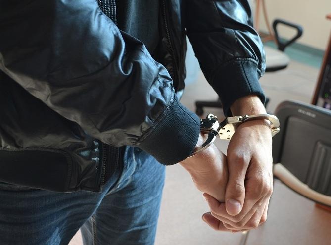 kajdanki złodziej samochodowy - Policja Poznań