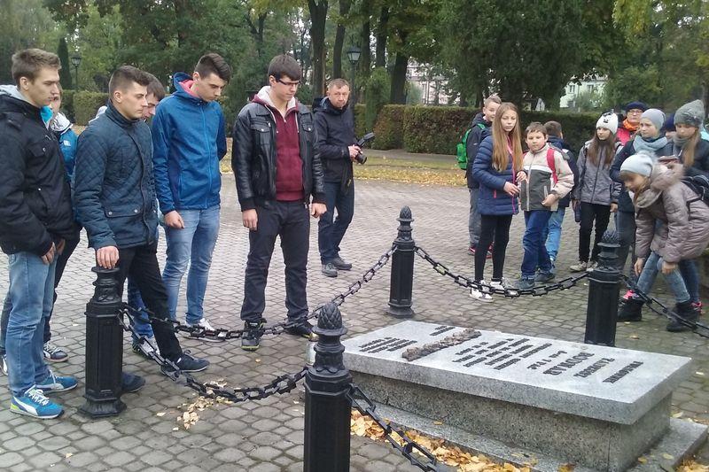 Znicze w hołdzie pomordowanym w Łęczycy