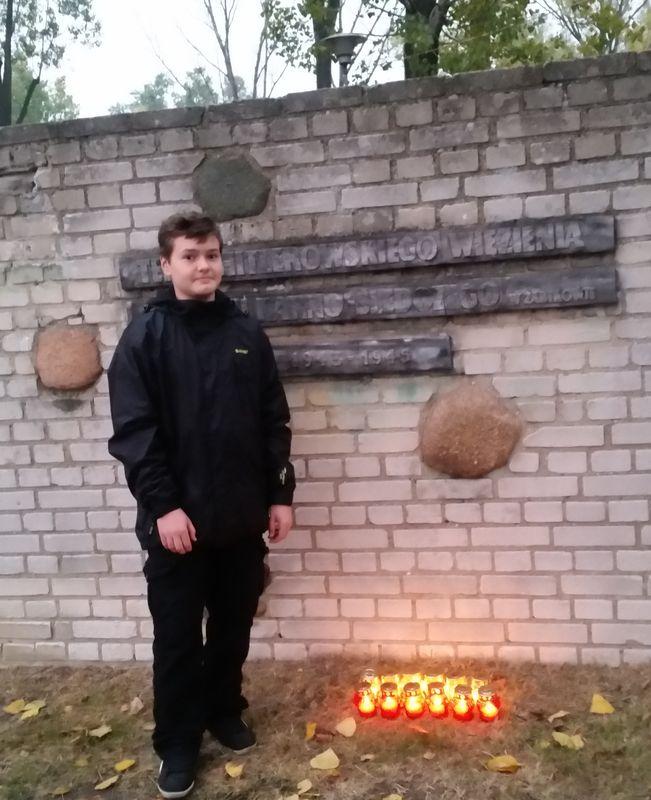 Pod murem obozu w Żabikowie