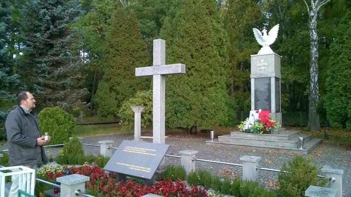 Tomasz Sikora, Pomnik żołnierzy broniących odcinka Wyry, Gostyń