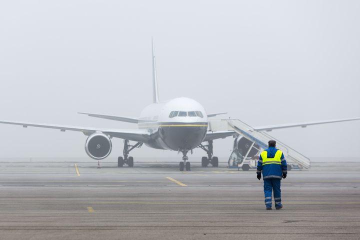 mgła na lotnisku - Radio Merkury - Fotolia.pl