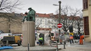 Pomnik Klemensa Janickiego na rogu