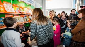Po książki najchętniej sięgają nastolatkowie i studenci - wynika z badań Polskiego Instytutu Czytelnictwa