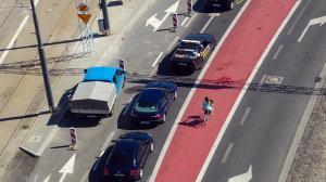 Straż miejska pomaga rowerzystom
