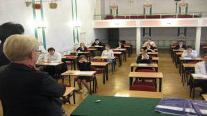 Licealiści podchodzą do próbnych matur