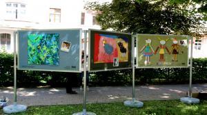 Zniszczona wystawa dzieci