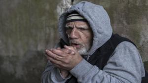 Dzielnicowi z Pleszewa uratowali bezdomnego