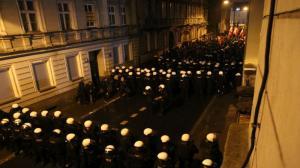 Dziesiątki policjantów, setki demonstrantów. Manifestacje w centrum [FILM]