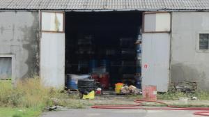 500 ton toksycznej cieczy w beczkach