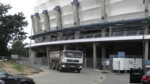 Stadion Miejski - 440 ciężarówek piasku